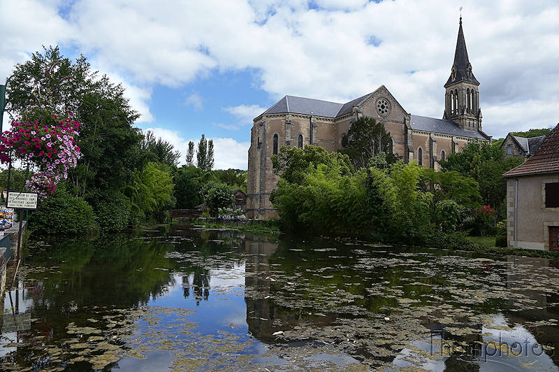 architecture église church mare water eau aquarium perigord france