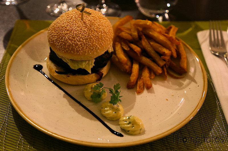 cuisine cooking plat repas nourriture manger eat home made hand maison fait main burger limousin hamburger resto restaurant