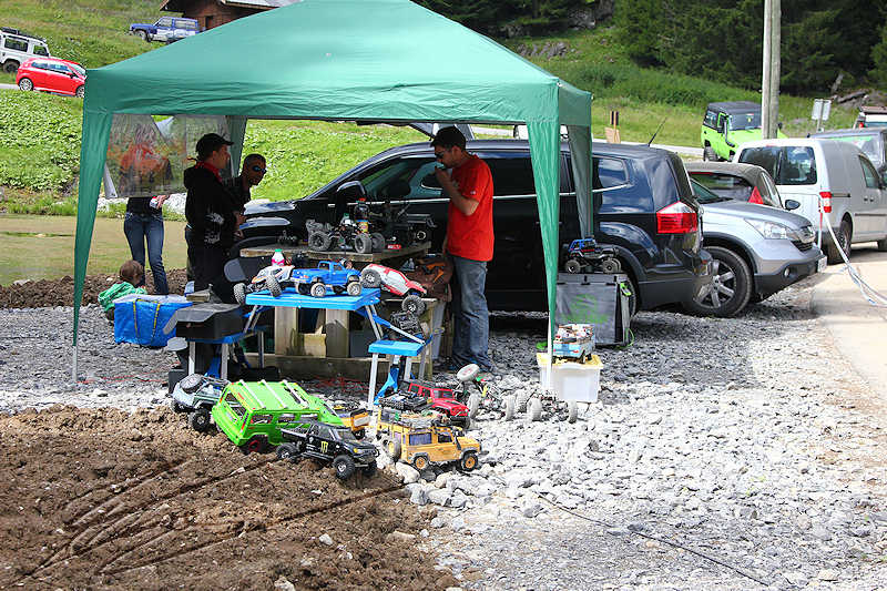RC voiture véhicule radiocommandé radio-guidé radio drone tamiya traxxas axial SX10 4x4 tout terrains 1/10 électrique scale land rover jeep eau boue mud water crawler expédition defender 90 camel trophy en route pour l'aventure banga virus trial chatel stand expo