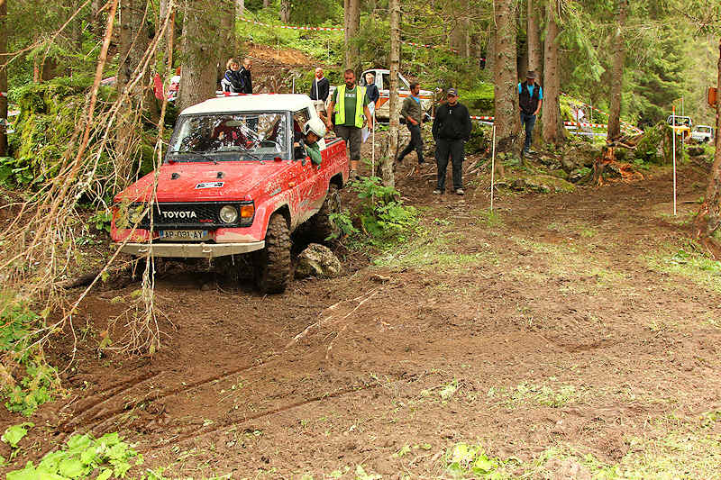 RC voiture véhicule radiocommandé radio-guidé radio drone tamiya traxxas axial SX10 4x4 tout terrains 1/10 électrique scale land rover jeep eau boue mud water crawler expédition defender 90 camel trophy en route pour l'aventure banga virus trial chatel toyota rouge red