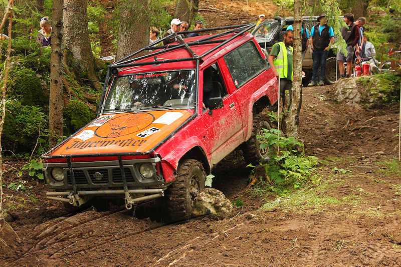RC voiture véhicule radiocommandé radio-guidé radio drone tamiya traxxas axial SX10 4x4 tout terrains 1/10 électrique scale land rover jeep eau boue mud water crawler expédition defender 90 camel trophy en route pour l'aventure banga virus trial chatel nissan patrol rouge red