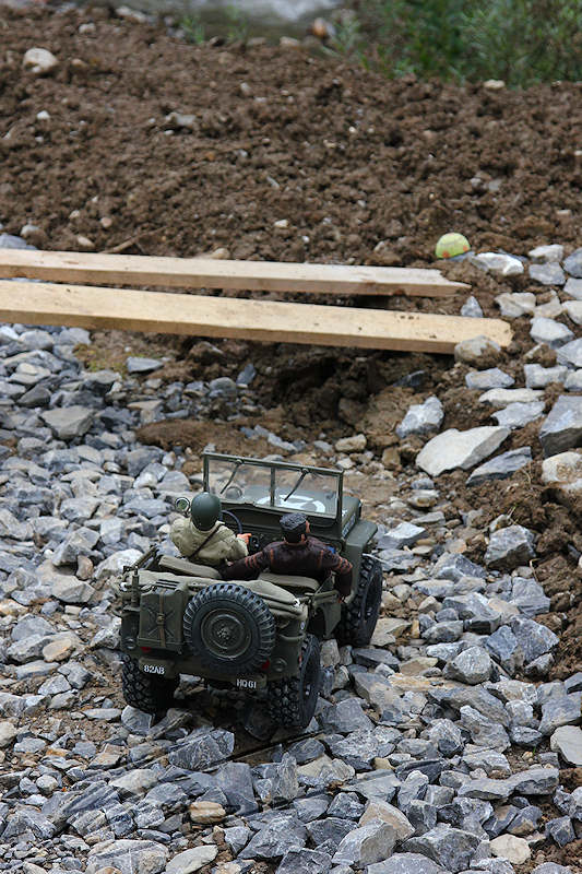RC voiture véhicule radiocommandé radio-guidé radio drone tamiya traxxas axial SX10 4x4 tout terrains 1/10 électrique scale land rover jeep eau boue mud water crawler expédition defender 90 camel trophy en route pour l'aventure banga virus trial chatel willys militaire US normandie WWII