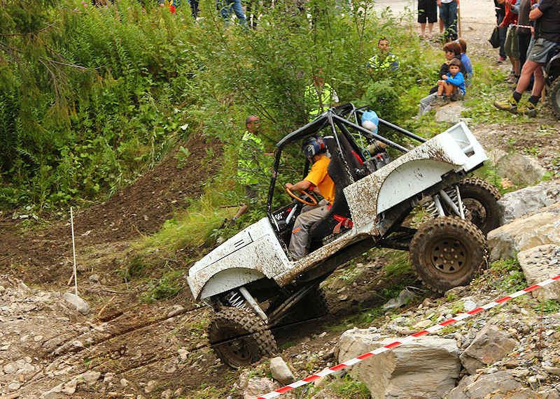 RC voiture véhicule radiocommandé radio-guidé radio drone tamiya traxxas axial SX10 4x4 tout terrains 1/10 électrique scale land rover jeep eau boue mud water crawler expédition defender 90 camel trophy en route pour l'aventure banga virus trial chatel hardcore