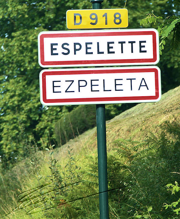reportage pays basque france village espelette piments ezpeleta