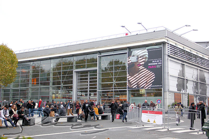 reportage 2012 france paris salon de la photo entrée hall expo foule affiche géante