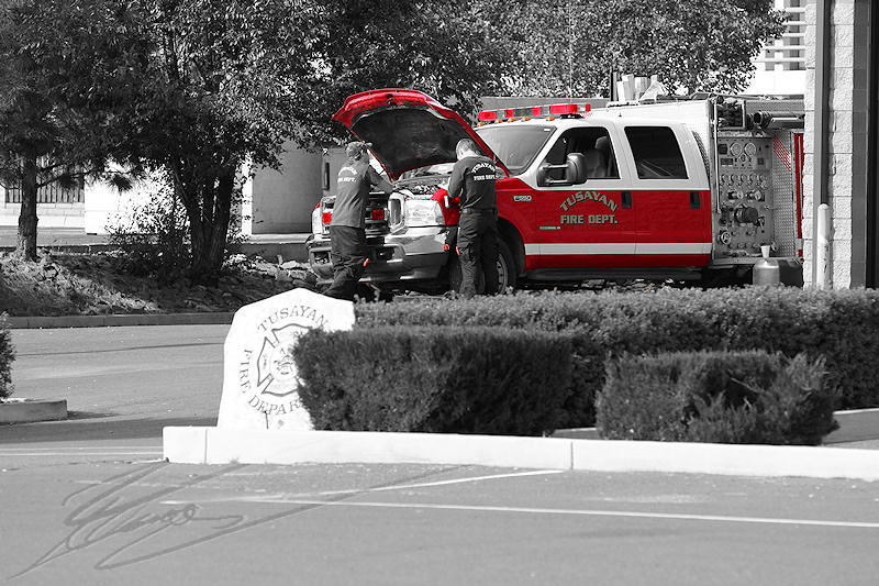 reportage 2013 usa USA Amérique america murika US arizona Route road Grand Canyon caserne des pompiers de Tusayan fire dept désaturation partielle red noir et blanc rouge