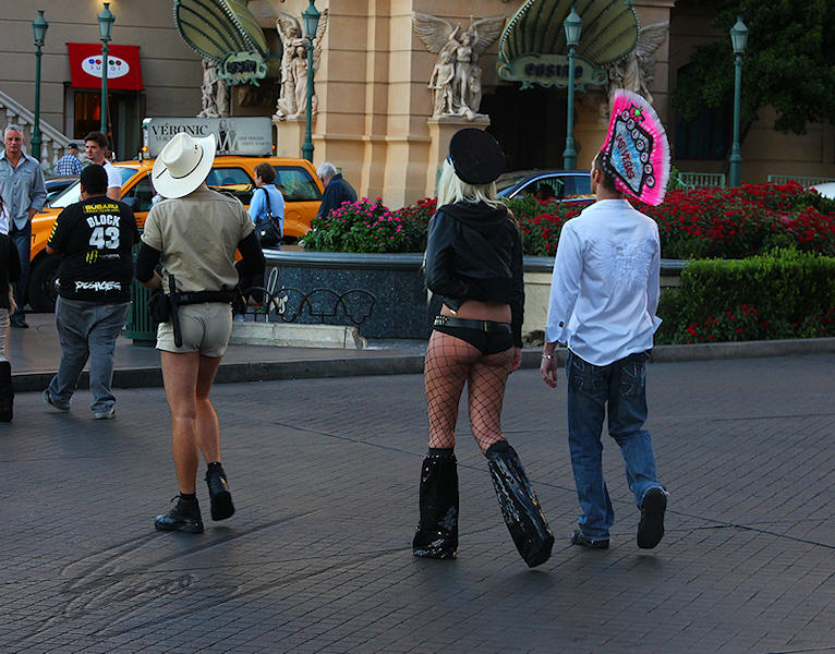 reportage 2013 usa USA Amérique america murika US nevada las vegas sin city la cité du péché pêché casino machine à sous slot bandit manchot one-handed money dollars strip structure YMCA village people new nouveaux gay homo chanson 80's