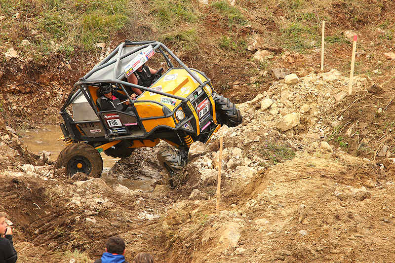 reportage 2014 finale trial 4x4 pers jussy france nationnal serie super serie proto voiture car boue terrain mud outdoor mercedes unimog 300 mog modifié meritor jaune yellow indeco P 06