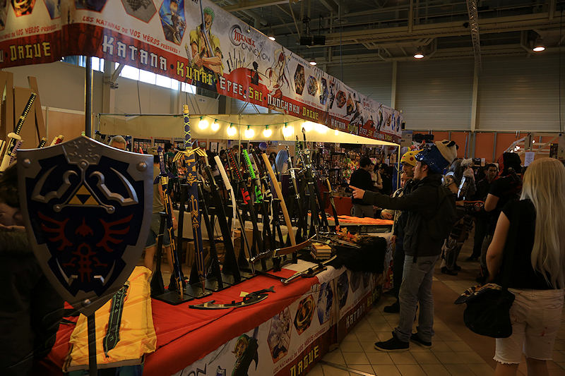 reportage 2016 france toulouse tolosa TGS game show salon du jeu vidéo manga japon comics dc marvel stands épées sabres katanas sword art acier steel iron fer samouraï guerrier warrior bouclier shield zelda link stormtrooper bleu blue star wars